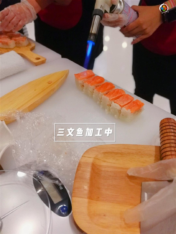 中餐和日料的区别:一个讲求精准控制,一个全靠厨师的经验
