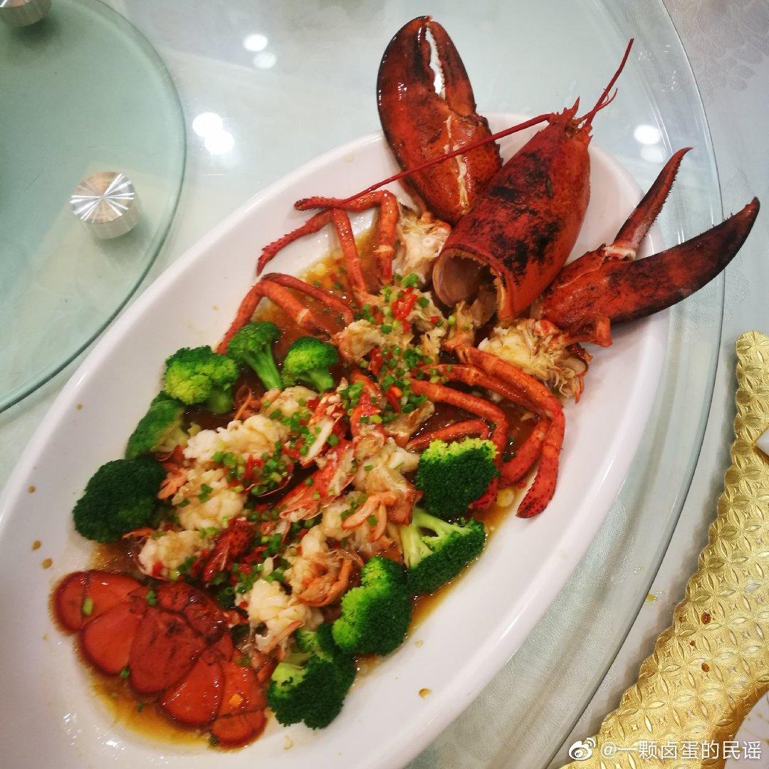 悄悄的说,只吃肉,虾壳可以拿去让厨子熬海鲜粥