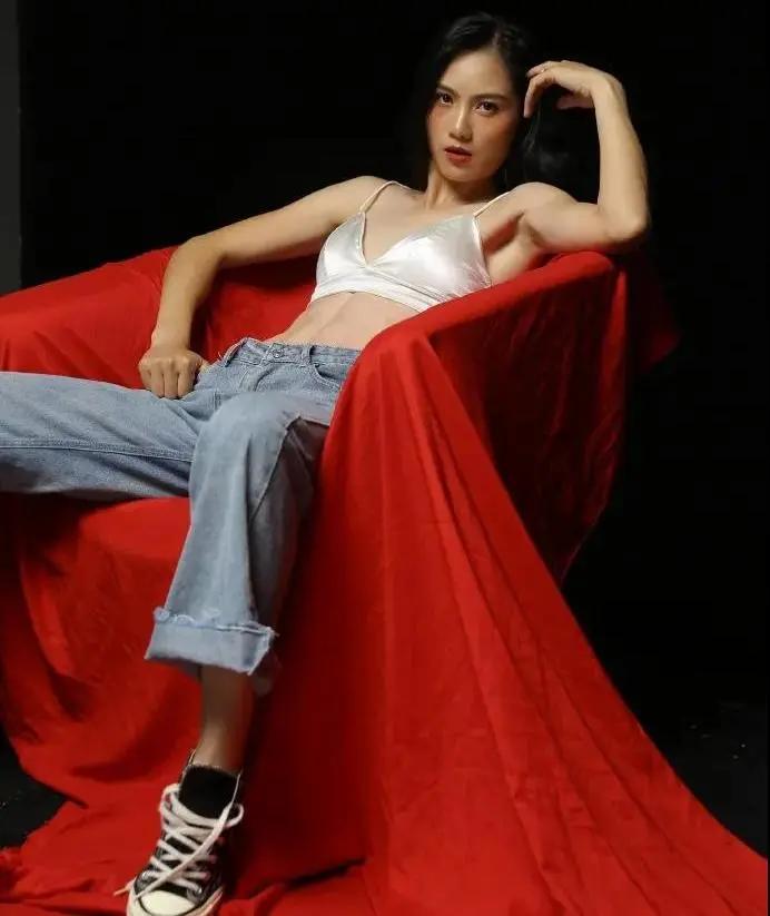 杭州最美体育老师走红,腹肌、马甲线,大长腿超吸睛!111