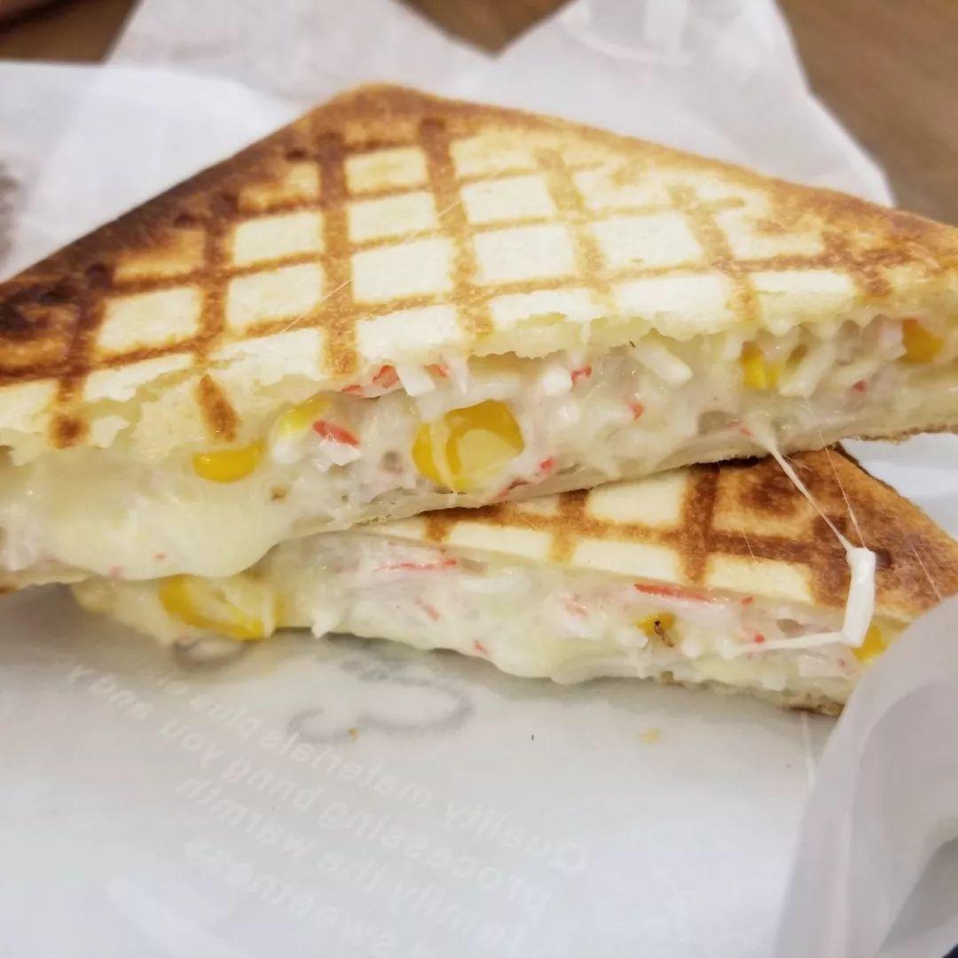 爆浆芝士蟹柳三明治