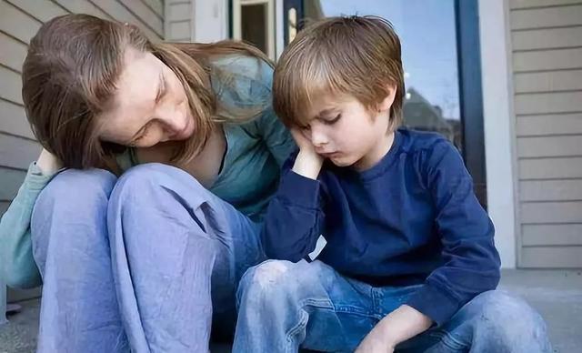 重男轻女家庭中,受宠的弟弟长大后咋样了?结局并没有想象中如意