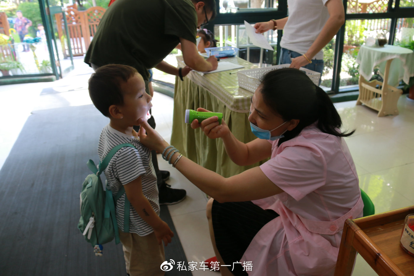 健康对于宝宝们非常重要,做好传染病检查和预防是老师重要的工作。宝贝们,闯关游戏开