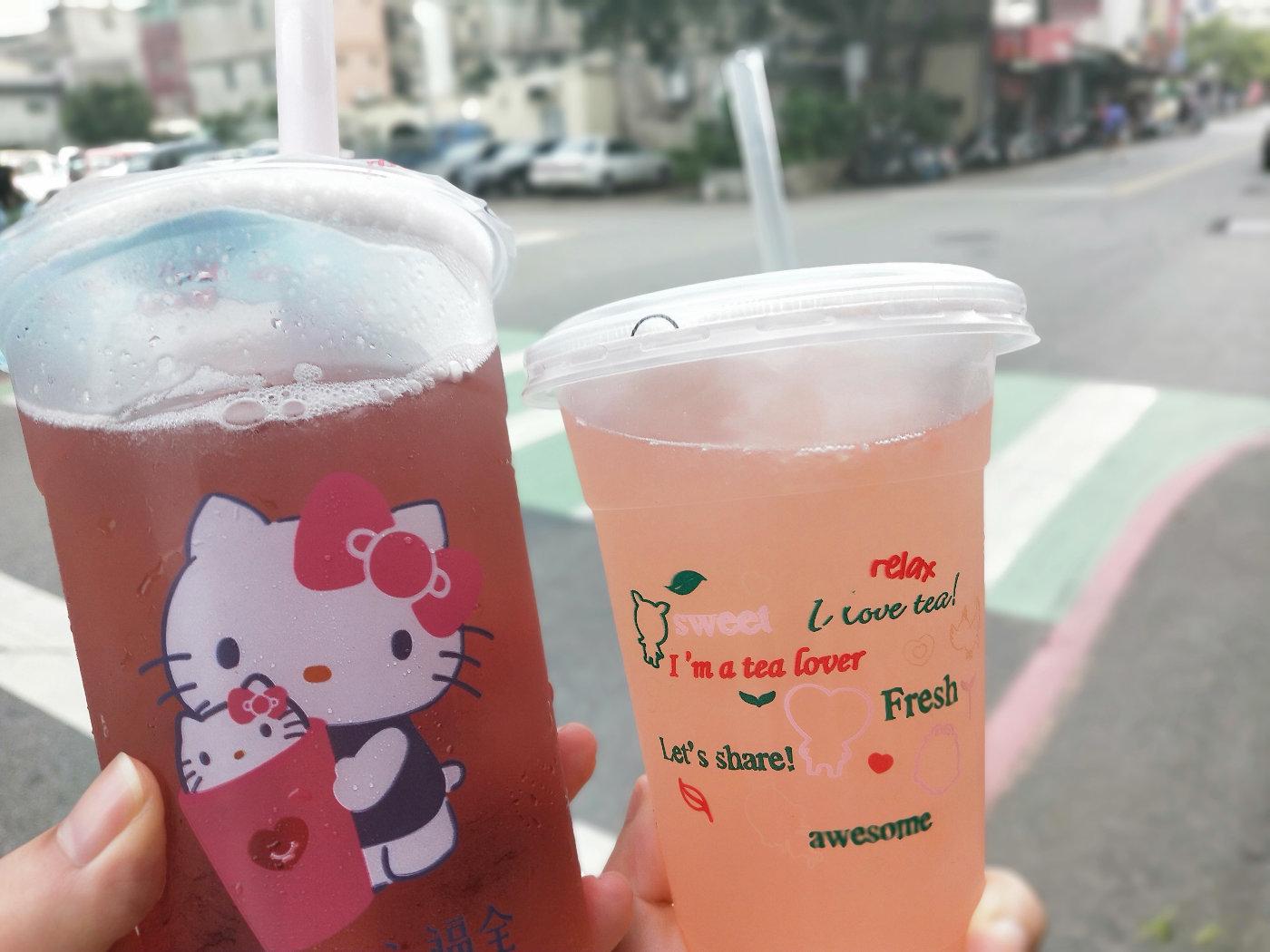 买的饮料,左边是lalad的蓝莓汁,右边是我的什么西柚