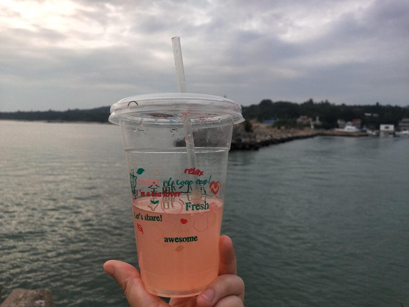 饮料就是要配大海啊,一口清凉,满眼清凉