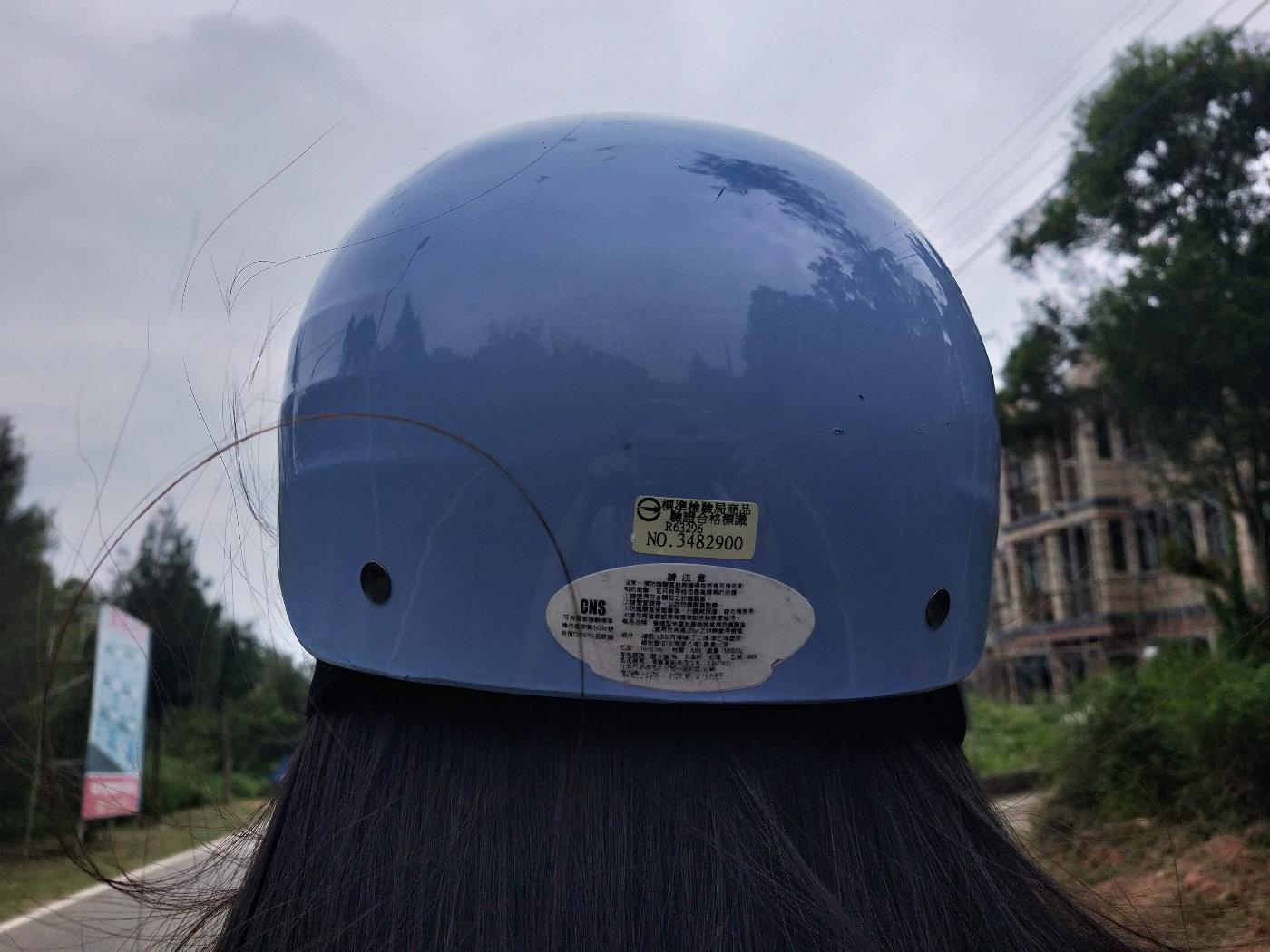 来欣赏lala师傅美丽的头盔