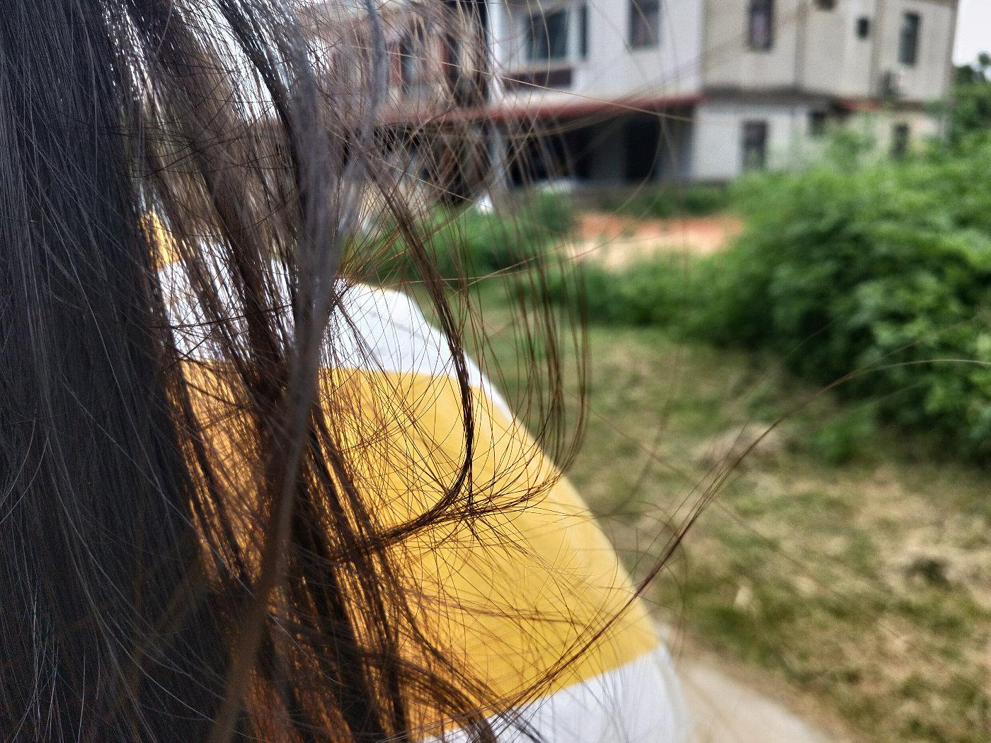 以及优秀的发质和发量!小黄人T恤是我建议她买的,后来一直夸我眼光好,嘻嘻