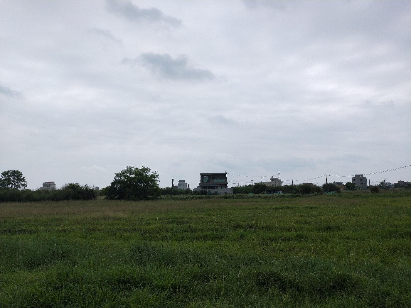 家在田野中