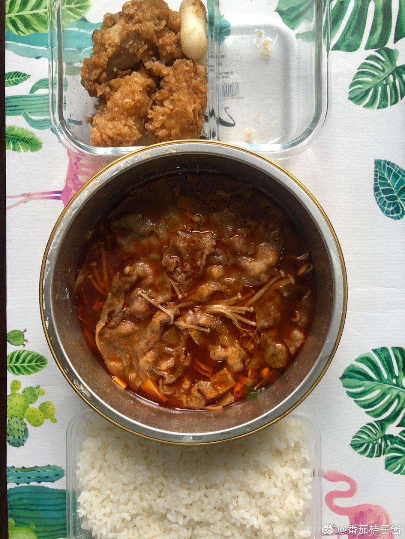 炸鸡芝士年糕➕麻辣红油肥牛饭