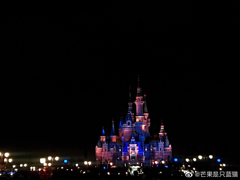 八月,迪士尼乐园